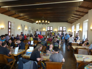 Der gut gefüllte Rittersaal